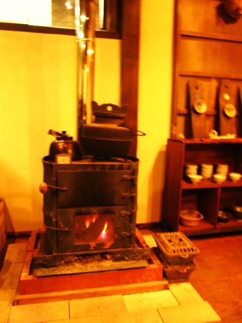 窯遊舎の中の暖炉